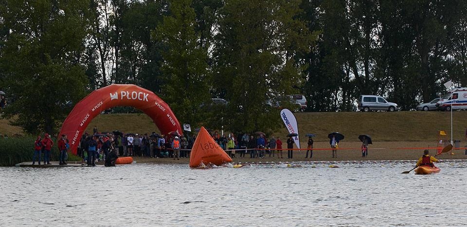 zmienne warunki pogodowe nie odstraszyły pasjonatów triathlonu