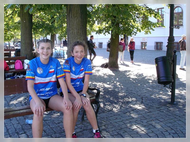 Natalia i Ela szczęśliwe tuż po biegu