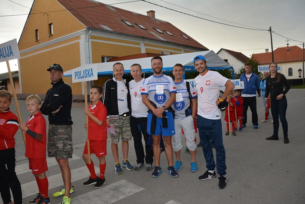 ekipa szaleńców-Leszek-Michał-i-ja-mamy-biale-koszulki-nr-9